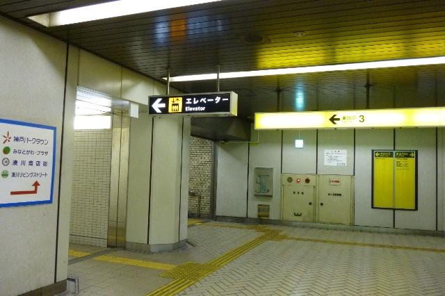 東出口3から階段かエレベーター