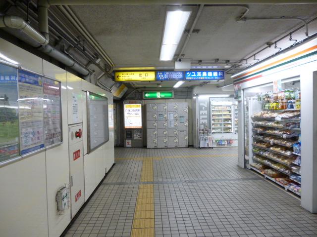 左の出口方向